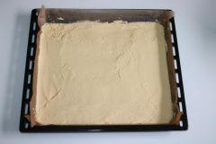 Piškotový tortu s jahodami - príprava 4