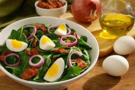Eiersalat mit Spinat