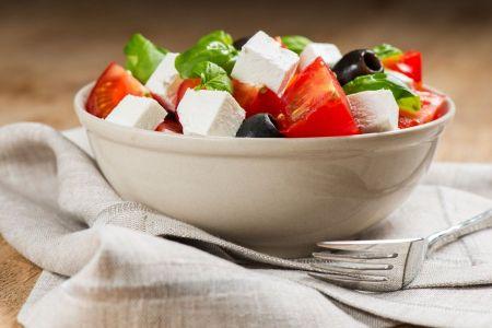 Tomaten-Schafskäse-Salat