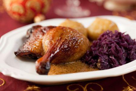 Ente mit Pflaumen-Blaukraut und Kartoffelknödel