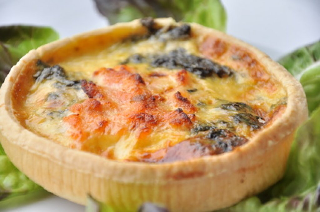 spinat quiche mit lachs rezept. Black Bedroom Furniture Sets. Home Design Ideas