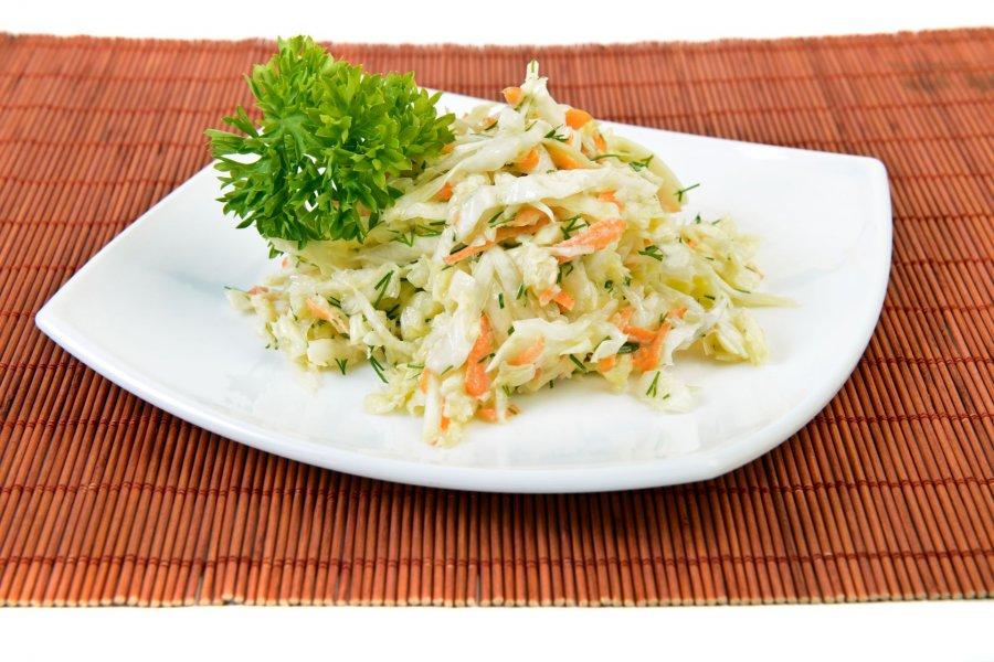 frischer wei kraut karotten salat rezept. Black Bedroom Furniture Sets. Home Design Ideas